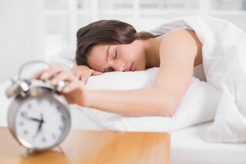W jakiej pozycji spać, gdy boli kręgosłup szyjny?